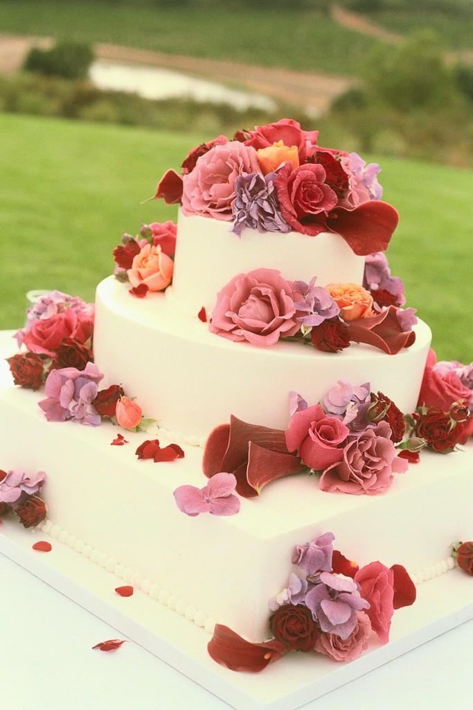 Square and Round Wedding Cake < Gannon\'s Weddings